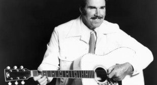 Slim Whitman, country singer who won new fame with TV sales, dies at 90